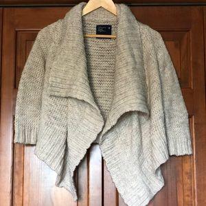 American Eagle cream flowy 3/4 sleeve sweater